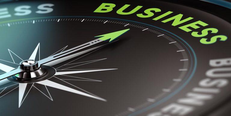 Kompassnadel zeigt auf Business